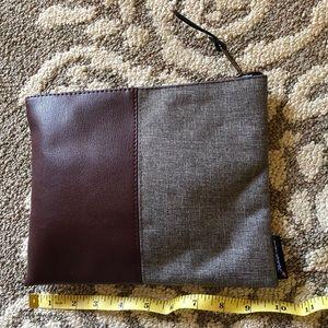 Handbags - Hershel's travel pouch